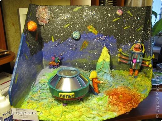 """Поделка  на выставку к дню Космонавтики """"Тайна третьей планеты"""" фото 2"""