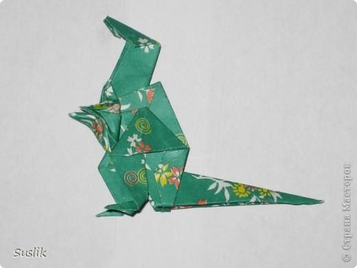 Ну вот, попробую сделать свой первый МК. =) Это динозаврик автора А.Йошизава. Для работы понадобится квадратный лист бумаги, я использовала со стороной 15 см. фото 34
