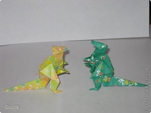 Ну вот, попробую сделать свой первый МК. =) Это динозаврик автора А.Йошизава. Для работы понадобится квадратный лист бумаги, я использовала со стороной 15 см. фото 36