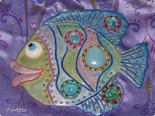 Рыбка-гламурненькая (Моя первая работа рыба), спасибо всем мастерицам сайта за вдохновение, пример! Вот такая рыбка родилась благодаря вам! Рыбка сделана в пару к уже имеющейся дома ,купленной нами 2 года назад, та сделана из глины  фото 4