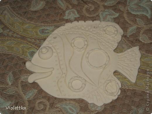 Рыбка-гламурненькая (Моя первая работа рыба), спасибо всем мастерицам сайта за вдохновение, пример! Вот такая рыбка родилась благодаря вам! Рыбка сделана в пару к уже имеющейся дома ,купленной нами 2 года назад, та сделана из глины  фото 6