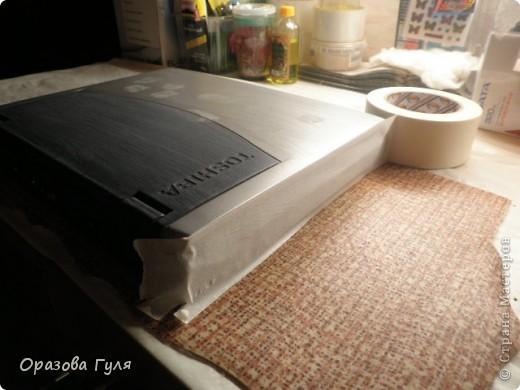 Ноутбук с гербом и стразами. В работе использовала акриловые краски, гуаш, стразы, контуры и лак. фото 3