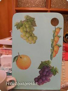 Это моя первая досочка. Сделала её для своей кухни. Акрил, салфетка, яхтный лак. фото 1