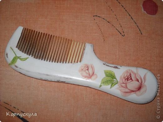 И была эта расчёска самой обыкновенной, деревянной. Я подумала, что нужно хоть немножко её приукрасить. фото 1
