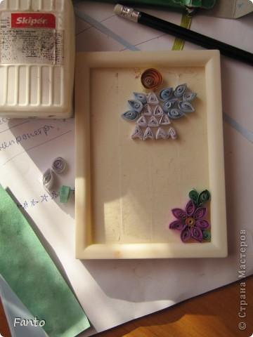 Здраствуйте ;) Я тут новенькая, но, уже успев набратся вдохновения, я создаю свой первый блог со своим мастер-классом ;) Мы будем делать ангелочка и цветы ;)  Нам понадобится: разноцветная бумага (с двух сторон), ножницы, двухсторонний скотч, маленькая рамка, картон.  фото 2