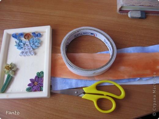 Здраствуйте ;) Я тут новенькая, но, уже успев набратся вдохновения, я создаю свой первый блог со своим мастер-классом ;) Мы будем делать ангелочка и цветы ;)  Нам понадобится: разноцветная бумага (с двух сторон), ножницы, двухсторонний скотч, маленькая рамка, картон.  фото 1