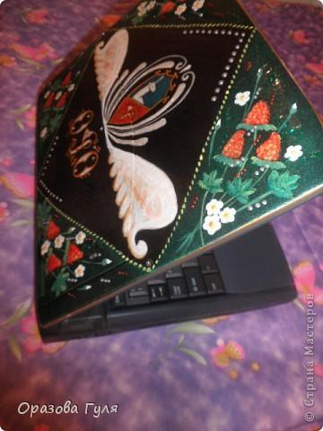 Ноутбук с гербом и стразами. В работе использовала акриловые краски, гуаш, стразы, контуры и лак. фото 1