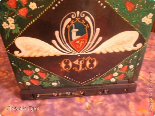 Ноутбук с гербом и стразами. В работе использовала акриловые краски, гуаш, стразы, контуры и лак. фото 9