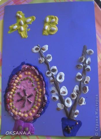 Эти поделки к Пасхе сделала моя старшая дочка Валерия 7 лет. Это аппликация из пластилина и круп. фото 1