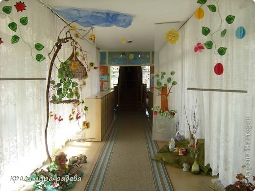 В Детската градина ,в която работя подготвяме украса по повод празници, тържества и за всички сезони. Предоставям на вашето внимание Великденската ни украса. Тя е дело на всички колежки. фото 4