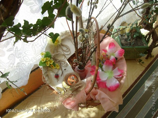 В Детската градина ,в която работя подготвяме украса по повод празници, тържества и за всички сезони. Предоставям на вашето внимание Великденската ни украса. Тя е дело на всички колежки. фото 8
