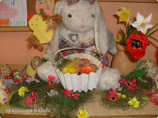 В Детската градина ,в която работя подготвяме украса по повод празници, тържества и за всички сезони. Предоставям на вашето внимание Великденската ни украса. Тя е дело на всички колежки. фото 5
