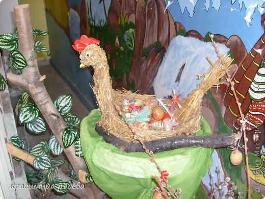 В Детската градина ,в която работя подготвяме украса по повод празници, тържества и за всички сезони. Предоставям на вашето внимание Великденската ни украса. Тя е дело на всички колежки. фото 7