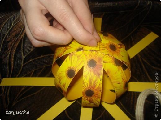 Купила в магазине книжку Filigrane Paper Balls там всё подробно написано как делать такие шарики. Отдельно продаются к книжке наборы где уже всё лежит только бери и собирай. Я такие наборы называю для ленивых. Всё настолько просто что я решила поделиться с вами может кому и пригодится. фото 22