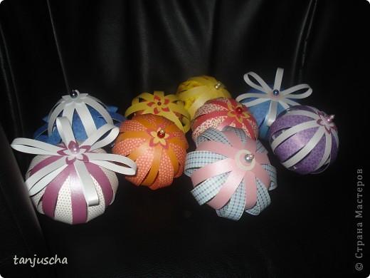 Купила в магазине книжку Filigrane Paper Balls там всё подробно написано как делать такие шарики. Отдельно продаются к книжке наборы где уже всё лежит только бери и собирай. Я такие наборы называю для ленивых. Всё настолько просто что я решила поделиться с вами может кому и пригодится. фото 2