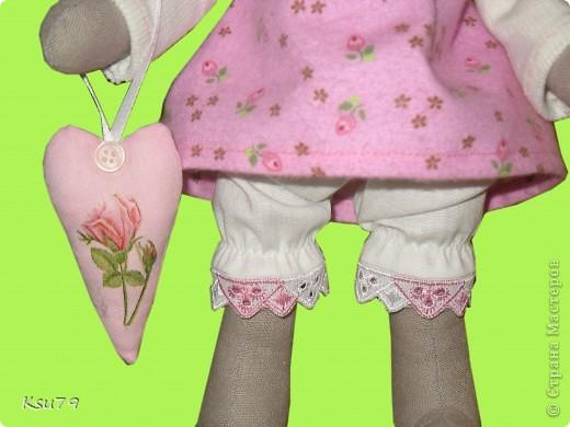 моя первая зайка, которая имеет полноценную одежку (каюсь, туфельки сделать не успела).  фото 4