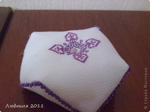 Полюбились мне такие подушечки-бискорнюшечки! Решила вышить такие вот подушечки на подарки.... фото 10