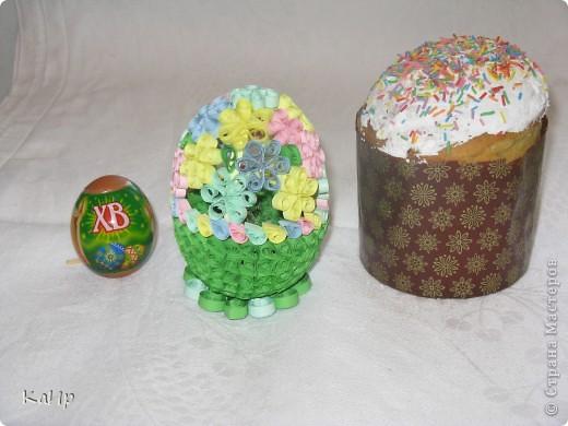 Мы с дочкой тоже готовились к празднику. Пекли куличи, красили яйца и сделали вот такое квилинговое яйцо. фото 1