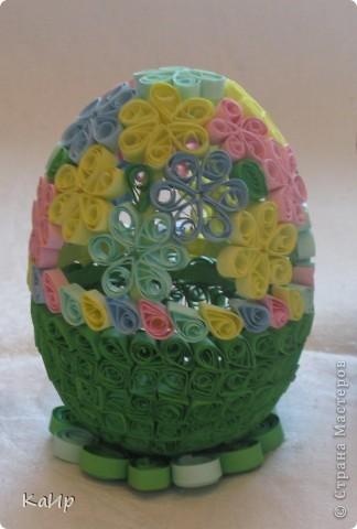 Мы с дочкой тоже готовились к празднику. Пекли куличи, красили яйца и сделали вот такое квилинговое яйцо. фото 2
