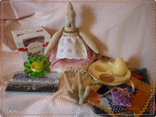 К Светлому празднику Пасхи у меня появилась курочка Буся )   Пользуясь случаем, хочу поздравить всех православных рукодельниц с Великим праздником Воскресения Христова! И пожелать добра, солнца и тепла вам и вашим семьям!  фото 11