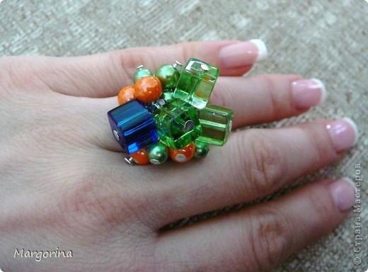 Весенний подарок невестке :) очень понравились кубические бусины..цвета бусин просто вдохновляют....навевают летнее настроение!! фото 3