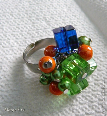 Весенний подарок невестке :) очень понравились кубические бусины..цвета бусин просто вдохновляют....навевают летнее настроение!! фото 2