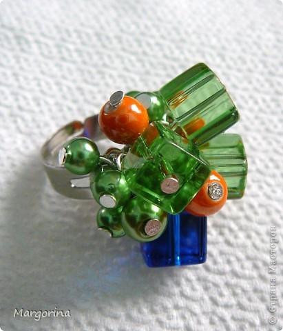 Весенний подарок невестке :) очень понравились кубические бусины..цвета бусин просто вдохновляют....навевают летнее настроение!! фото 1