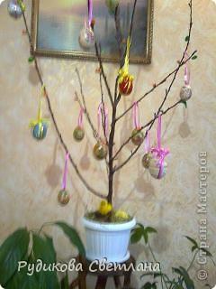 вот такое дерево я сделала к Пасхе и подарила его в нашу церковь фото 1