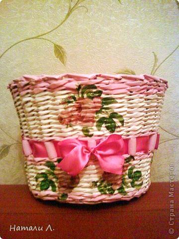 бумага журнальная, макароны, краска акриловая белая и розовая, декупаж салфетка, пва, лак акриловый, лента фото 1