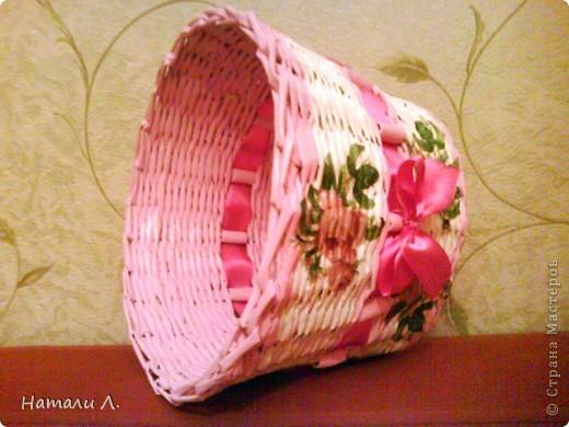 бумага журнальная, макароны, краска акриловая белая и розовая, декупаж салфетка, пва, лак акриловый, лента фото 8