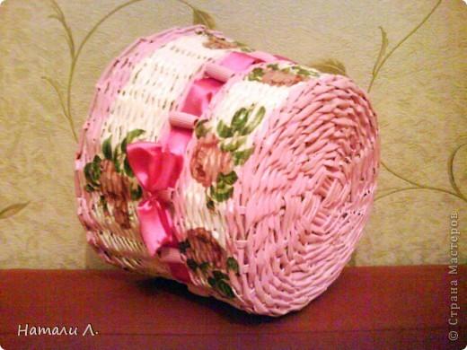 бумага журнальная, макароны, краска акриловая белая и розовая, декупаж салфетка, пва, лак акриловый, лента фото 10