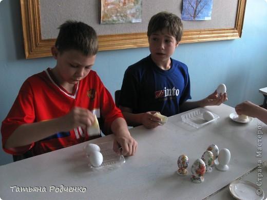 К светлому празднику Пасхи мы приготовили вот такие сувениры. Выполнены они из фанеры, расписаны гуашью. фото 3
