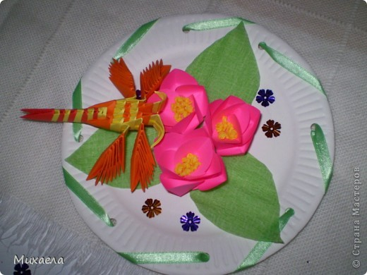 Мое первое модульное оригами, и цветы такого типа тоже в первые сделала, мне они очень понравились, решила попробовать, и вот что получилось... фото 1