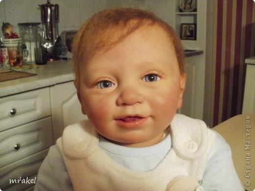 Здравствуйте форумчане! Хочу представить свою очередную работу в реборнинге.  Мальчик Бенно родился на пасху. Его рост 56 см., вес 2900 кг. Расписан красками Генезис, закреплён матлаком. Мне очень понравился этот молд и я решила попробовать его возродить. Получился вот такой озорной мальчишка. Воображу, что это самый удачный малыш из моих крох.  фото 2