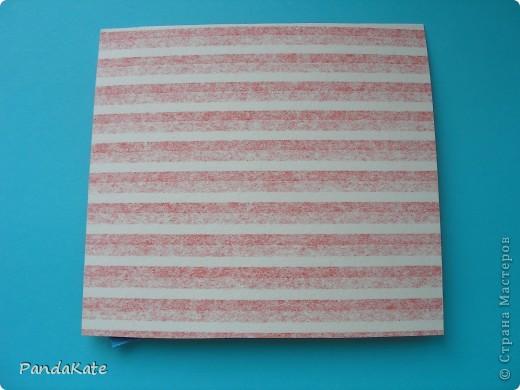 Простая открыточка на любой случай. Можно подарить в качестве пожелания интересного путешествия, успехов в каком-либо деле, на День рождения. В работе использованы различные виды бумаги. Основа--бумага для акварели и цветная салфетка, фон цветная бумага для принтера, волны и солнце--цветная бумага-самоклейка. Рисунок пароходика распечатан на принтере и раскрашен цветными карандашами и фломастерами. фото 3