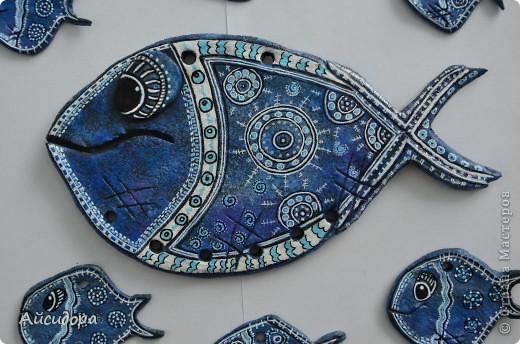 Ну вот вроде я и говорила, что подустала от рыбок, а все равно руки сами лепят.., а когда слепилось именно это рыбье семейство, то стало интересно что же обозначает рыба?! фото 1