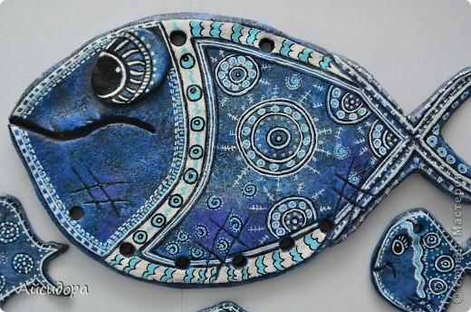 Ну вот вроде я и говорила, что подустала от рыбок, а все равно руки сами лепят.., а когда слепилось именно это рыбье семейство, то стало интересно что же обозначает рыба?! фото 3