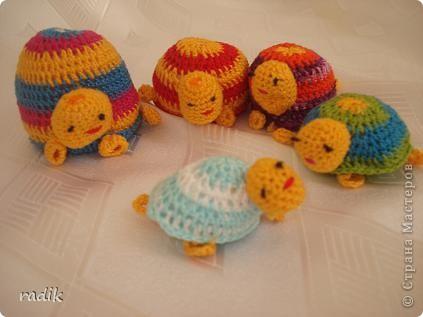 В  черепашьей семье 5 черепах:папа,мама,два сыночка и дочка.Совсем как у нас!!!И живут они весело и шумно! фото 3