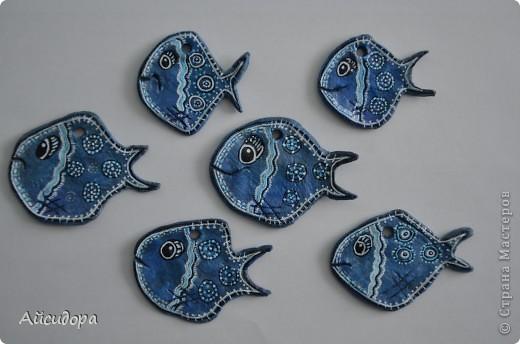 Ну вот вроде я и говорила, что подустала от рыбок, а все равно руки сами лепят.., а когда слепилось именно это рыбье семейство, то стало интересно что же обозначает рыба?! фото 6