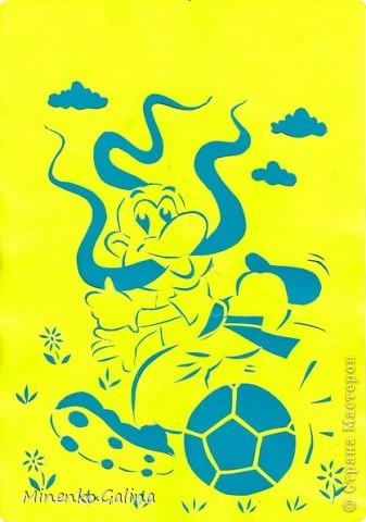 Ещё одна страничка детского журнала для разукрашивания стала вырезалкой. Будем считать началом подготовки к футбольному турниру 2012 года. фото 1
