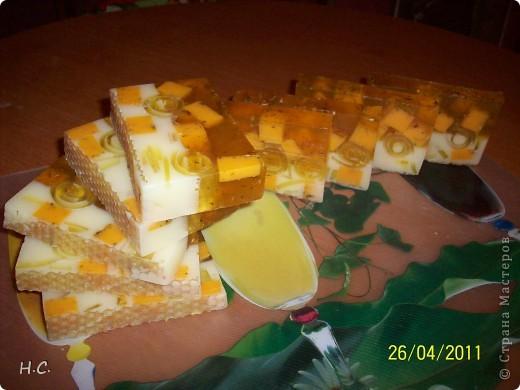 Цветочное настроение. Масло облепихи, жожоба, витамин Е ЭМ лимон, сладкий апельсин. В маленьких кругляшках ко всем ингредиентам добавлена календула фото 3