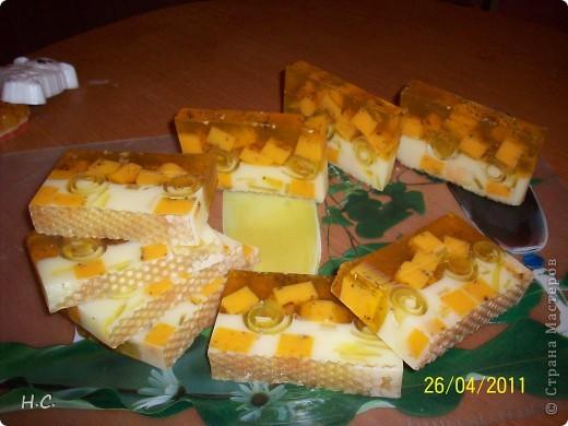Цветочное настроение. Масло облепихи, жожоба, витамин Е ЭМ лимон, сладкий апельсин. В маленьких кругляшках ко всем ингредиентам добавлена календула фото 4