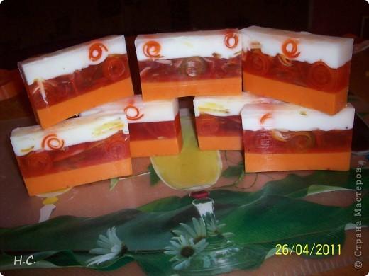 Цветочное настроение. Масло облепихи, жожоба, витамин Е ЭМ лимон, сладкий апельсин. В маленьких кругляшках ко всем ингредиентам добавлена календула фото 5