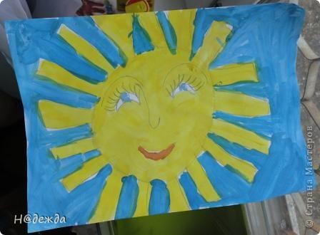 Скоро 1 мая, а это мир. Мир - это теплое солнышко. Дарим вам эти солнышки от моей дочурки.  Это фиолетовое было сделано на уроке технологии для меня (т.е. для мамы) желтого картона не оказалось. Учились пришивать пуговицы, все просто к картону, а моя дочурка на солнышко. Я его очень люблю. Повесила возле кровати и каждое утро на него любуюсь. фото 2
