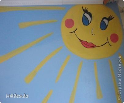 Скоро 1 мая, а это мир. Мир - это теплое солнышко. Дарим вам эти солнышки от моей дочурки.  Это фиолетовое было сделано на уроке технологии для меня (т.е. для мамы) желтого картона не оказалось. Учились пришивать пуговицы, все просто к картону, а моя дочурка на солнышко. Я его очень люблю. Повесила возле кровати и каждое утро на него любуюсь. фото 4