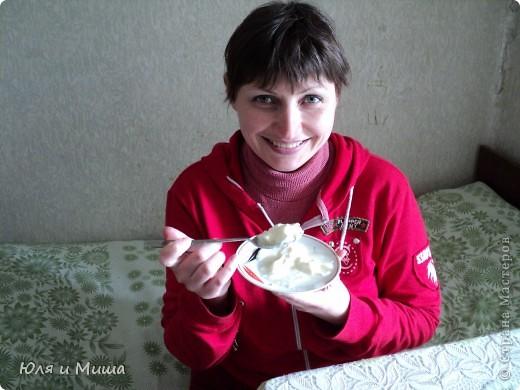 Мацони широко используется в закавказской кухне. Его употребляют не только в качестве самостоятельного напитка, но и для приготовления супов и вторых блюд. Вот наши рецепты с мацони: http://stranamasterov.ru/node/160077 бабочки из теста в соусе из мацони http://stranamasterov.ru/node/166617 суп из мацони Для приготовления самого мацони используется коровье, козье, овечье молоко.   фото 4