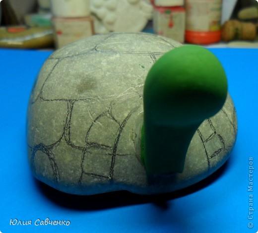 Всем привет и хорошего весеннего настроения!Очередное и нескончаемое продолжение моих морских камней!Эта киска для сада,идея была посадить её в цветы,поэтому меня устроило то, что камень достаточно тяжёлый.Размер его 17 * 9,5 ,а толщина 3см . фото 11
