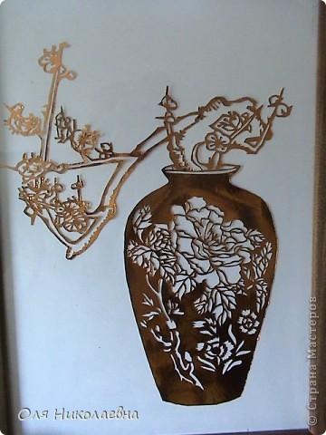 Веточка  в вазе, из радужной фольги. фото 2