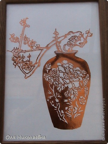 Веточка  в вазе, из радужной фольги. фото 1