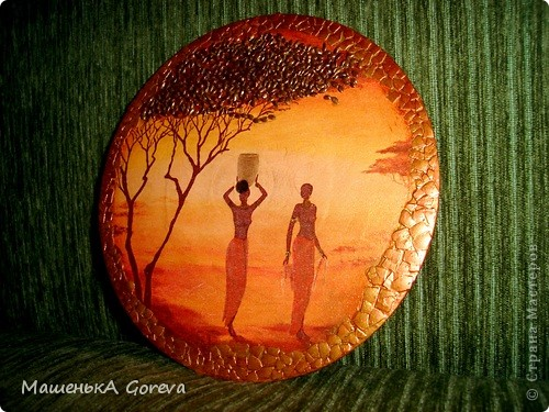 Крону деревьев,обыграла семечками льна,покругу скорлупки,украшения у девушек золотым глитером. фото 1